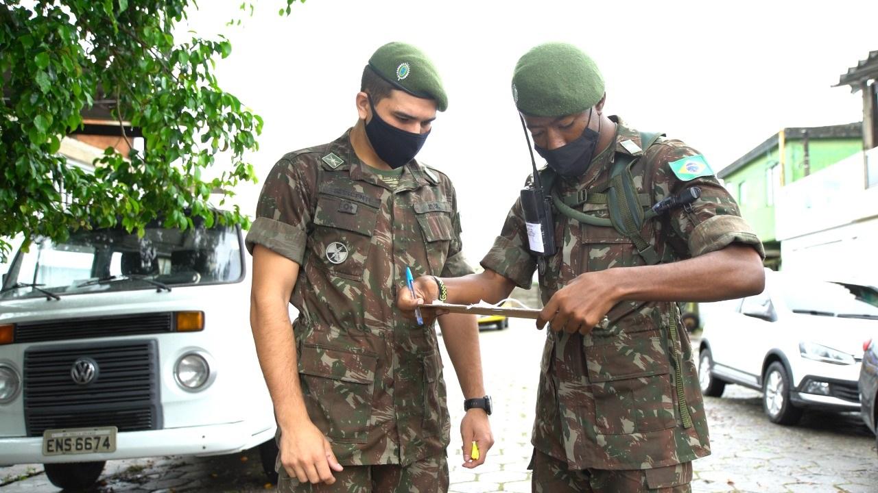 Contra a dengue e chikungunya, soldados realizam vistorias no Jóquei -